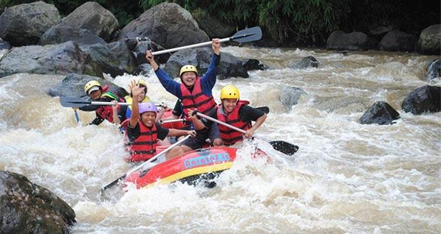 Ilustrasi Arung Jeram Sungai Cimanuk