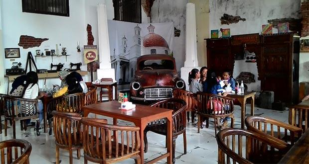 Retro-Cafe