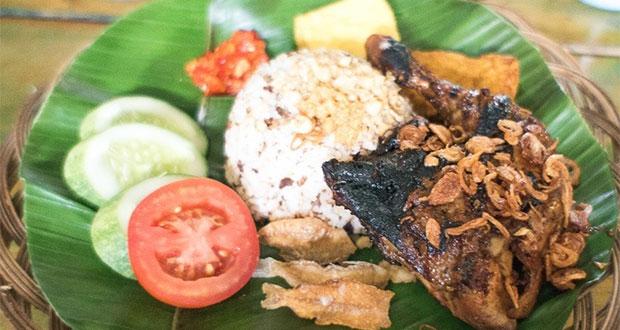 Nasi-Tutug-Oncom-Paket-Lengkap-Ayam-Bakar-Maranggi