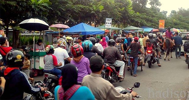 Pusat Jajanan Takjil Jalan Pusdai Bandung